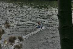 9. Die Segelyacht ist sicher im Hafen, der Jet-Ski Fahrer macht sich auf den Heimweg (vermutlich ist ihm in seiner kurzen Hose recht kalt geworden)
