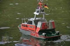 15. Selbstverständlich mit einem Seenotrettungsboot als sicherer Begleitung.