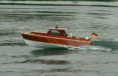 Freya - Yachtmodell von Tobias R. / Modellbaufreunde Düsseldorf beim Schaufahren am 17.05.2009 in Krefeld. Aeronaut Diva-Baukasten.