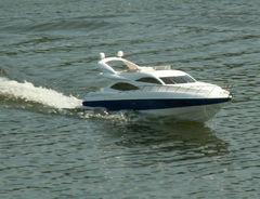 Yacht mit Jetantrieb